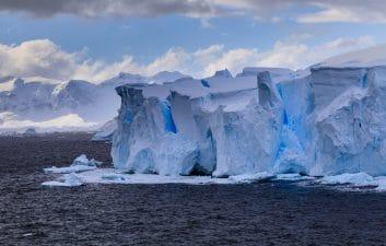 Gigante gelado à deriva: Maior iceberg do mundo pode ficar anos vagando no oceano