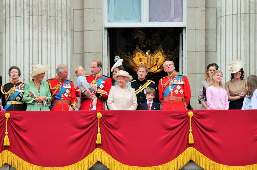 Família Real na varanda do Palácio de Buckingham. Imagem: Lorna Roberts/Shutterstock