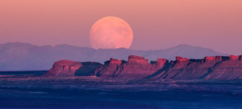 Superlua em terra indígena na fronteira entre Utah e Arizona, nos EUA