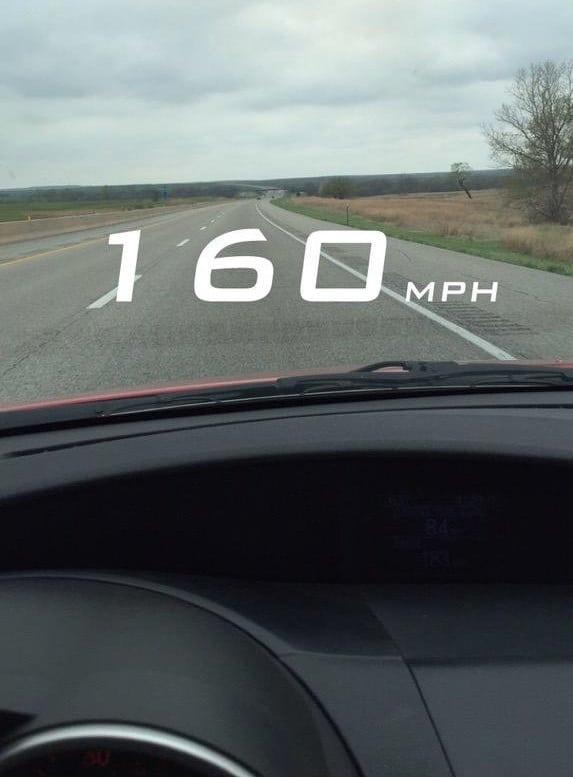 Imagem mostra o filtro de velocímetro do Snapchat, que pode render um processo contra a empresa em caso de morte por acidente automobilístico