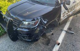 Acidente com carro da Tesla no piloto automático destrói viatura da polícia em Washington, nos EUA