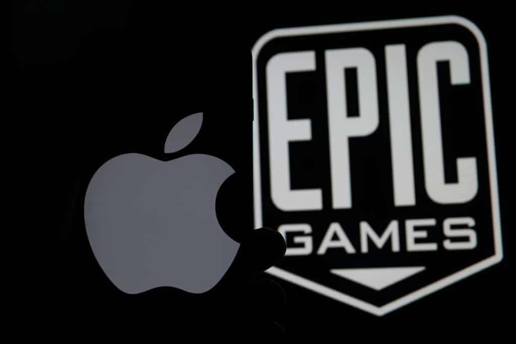 Logo da Apple ao lado do logo da Epic Games