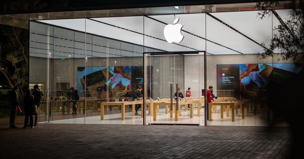 Apple demite funcionário após polêmica de falas em livro. Imagem Shutterstock