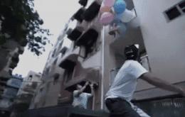 YouTuber é preso após amarrar um cachorro a balões de hélio