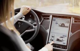 Carro da Tesla é hackeado por um drone