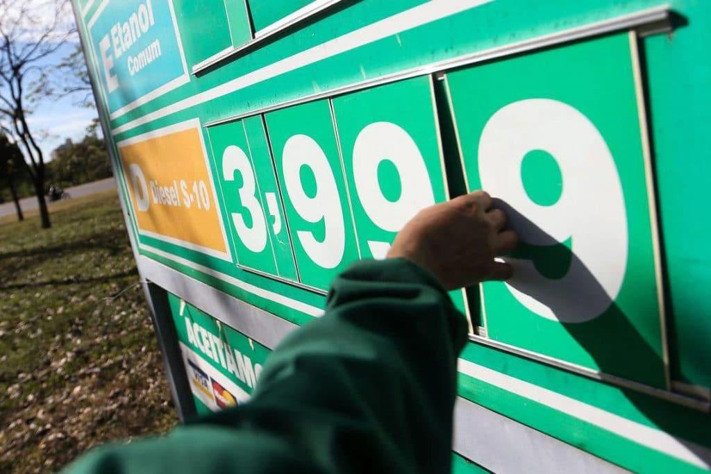 No Brasil, é proibido ter carro com motor a diesel. Imagem: Marcelo Camargo/Agência Brasil