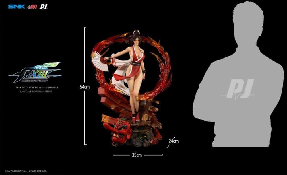 Comparação da boneca de 'The King of Fighters XIII' em tamanho real. Créditos: Divulgação/PJ Store