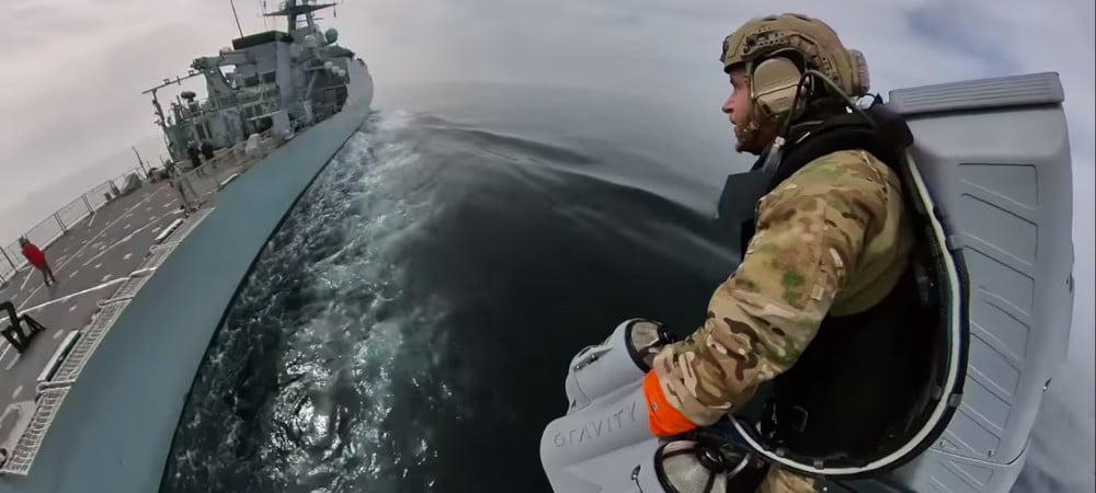 Teste da mochila a jato da Gravity Industries com a Marinha inglesa
