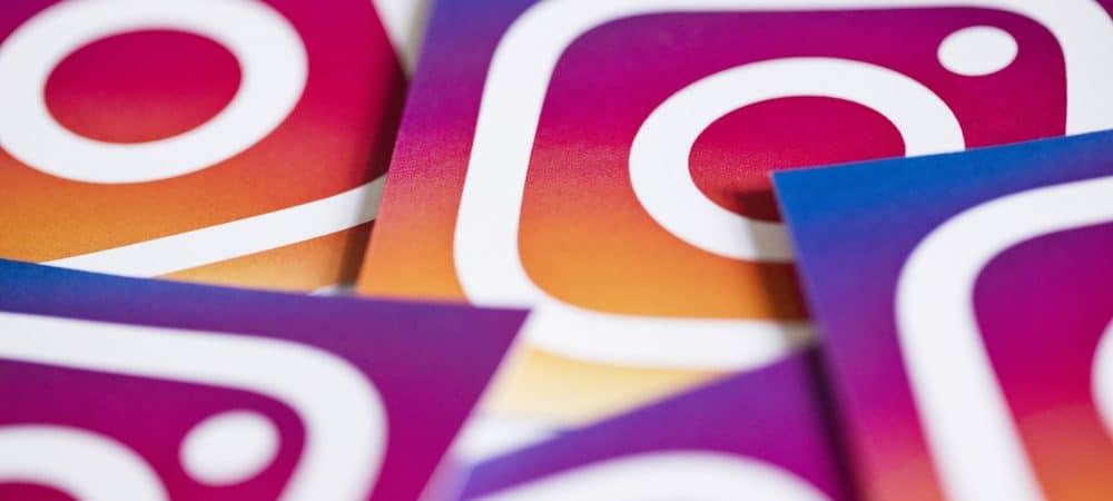 La imagen muestra varias tarjetas de papel, todas con el logotipo de Instagram una al lado de la otra.