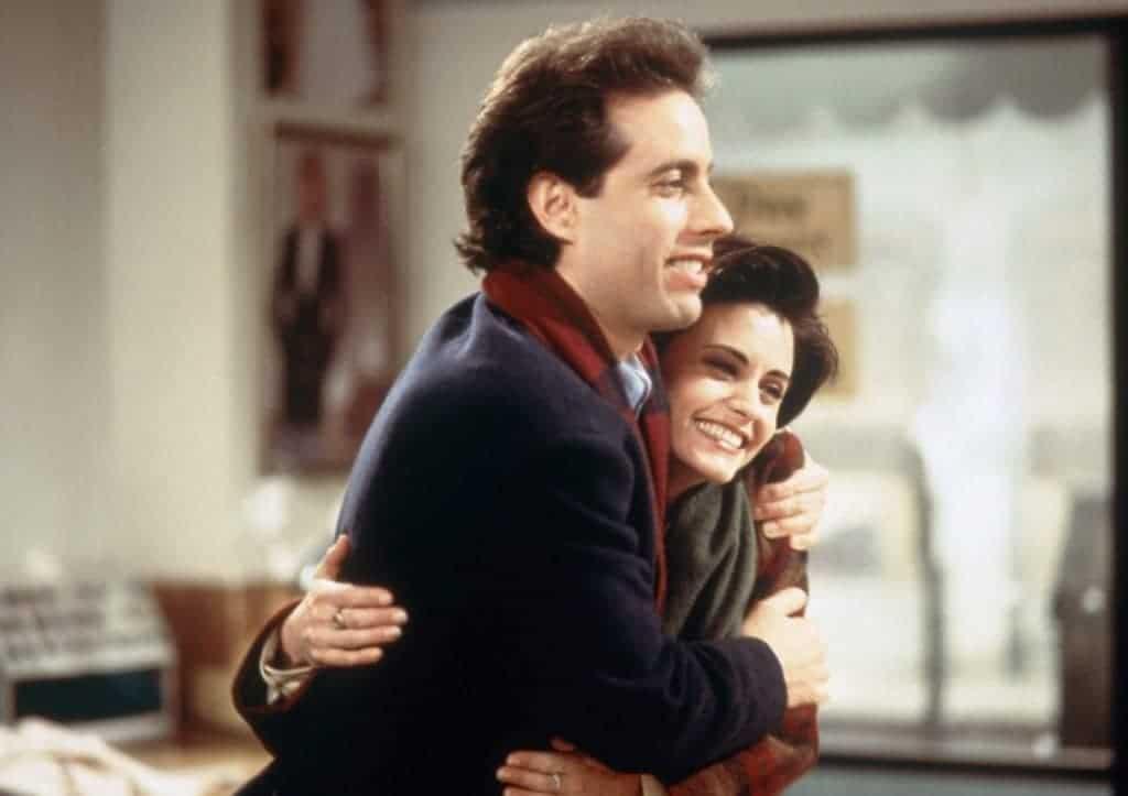 Jerry Seinfeld abraça Courteney Cox
