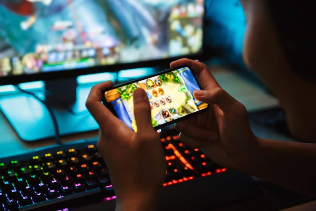 Mercado de jogos digitais terá receita de US$ 146 bilhões em 2021, uma alta de 40% em dois anos. Imagem: Dean Drobot/Shutterstock.com