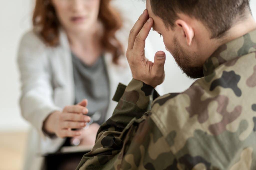 Ilustração de militar com problemas de saúde mental