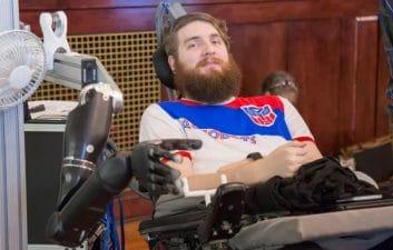 Cientistas conseguem dar o sentido do tato a braço robótico controlado pela mente