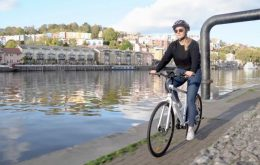 Tributo eléctrico: la compañía de juegos invierte en E-Bike Paperboy