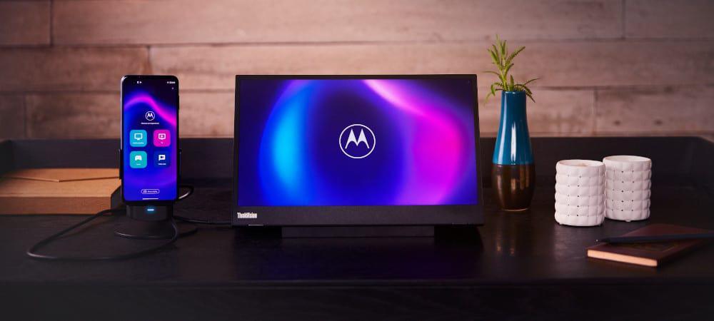 Moto G100 conectado a um monitor externo no modo