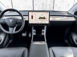 """Nova atualização da Tesla traz modo de lavagem, """"escurecimento automático"""" e até Disney+"""