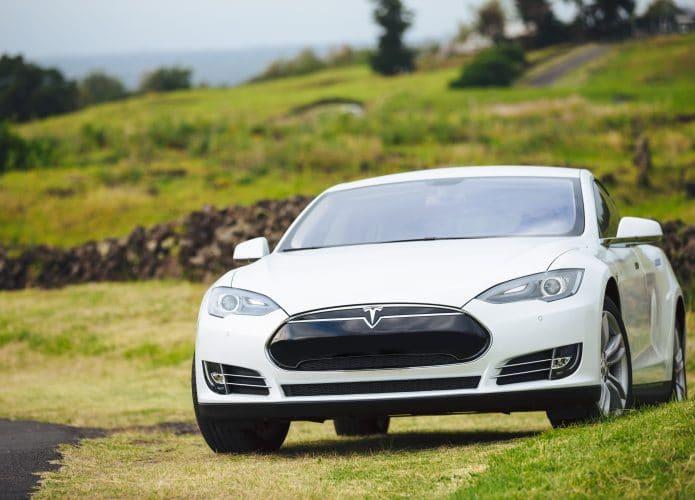 Tesla Model S. Imagem: EpicStockMedia / Shutterstock.com