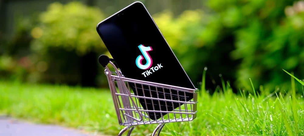 Celular com o logo do TikTok dentro de um carrinho de compras
