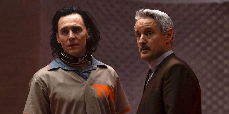 Tom Hiddleston (Loki) e Owen Wilson (Mobius) em cena da série. Imagem: Marvel Studios/Divulgação