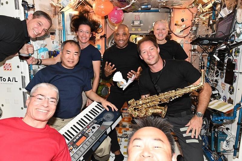 Aniversário do astronauta Victor Glover na estação espacial internacional