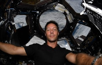 Astronaut shows cleaning routine at the Space Station; watch video