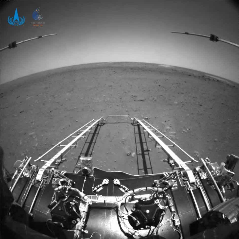 Imagens do robô Zhurong, em sua missão de exploração em Marte