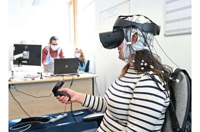 Pesquisadores desenvolvem projeto para tratar dores crônicas com tecnologia de jogos de VR. Imagem: Universidade de East Anglia