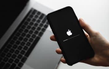 Seu iPhone não atualiza? Veja como baixar manualmente o iOS 14.5.1