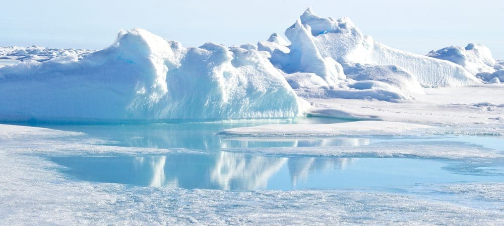 Imagem mostra desgelo nas geleiras do Polo Norte.