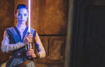 """'Star Wars': Disney revela oficialmente o sabre de luz """"real"""" e é incrível"""