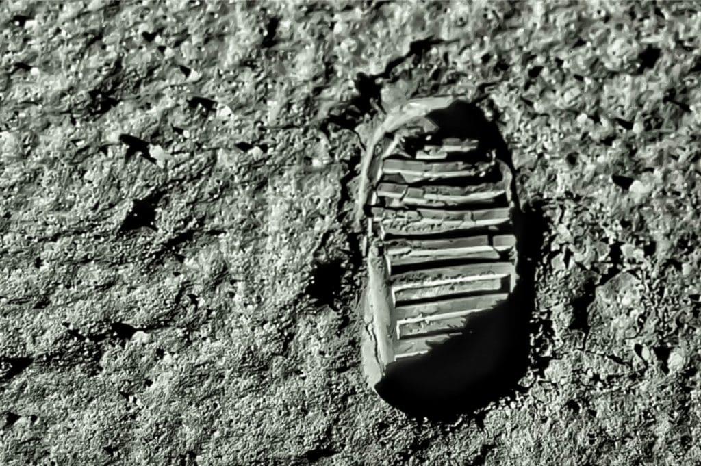 Imagem mostra a pegada de Buzz Aldrin, o segundo astronauta a pisar na Lua. Nasa está pedindo por um valor bilionário para repetir a missão e levar novos astronautas ao satélite da Terra