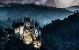 Visitantes do castelo do Drácula, na Romênia, são vacinados contra a Covid-19