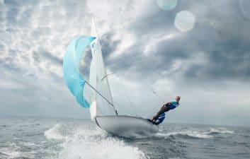 La puesta en marcha indica la dirección del viento en tiempo real para ayudarte a navegar
