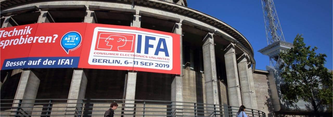 Imagem mostra a fachada de um edifício de Berlim, com a logomarca da feir tecnológica IFA