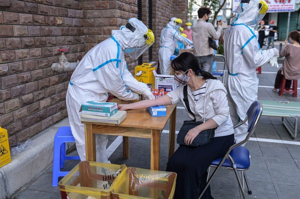 Governo vietnamita realiza testes gratuitos na população. Imagem: Lusin_da_ra/Shutterstock