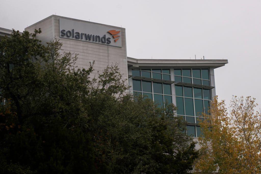 Hackers que atacaram a SolarWinds conduziram outra operação esta semana, segundo a Microsoft. Na imagem: fachada da SolarWinds, nos Estados Unidos.