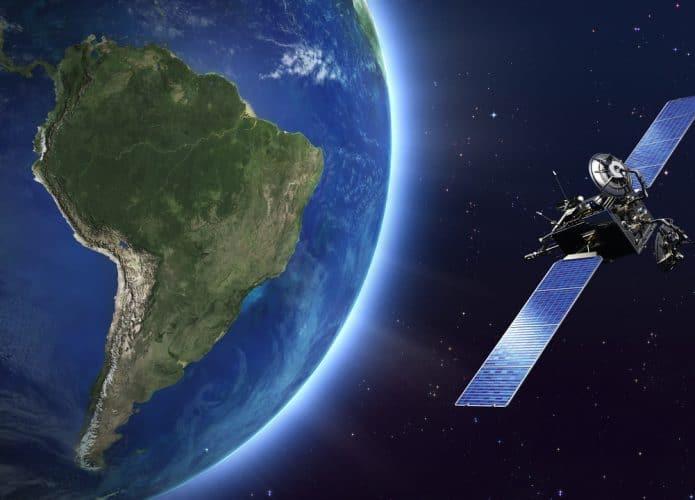 Ilustração de internet via satélite no Brasil