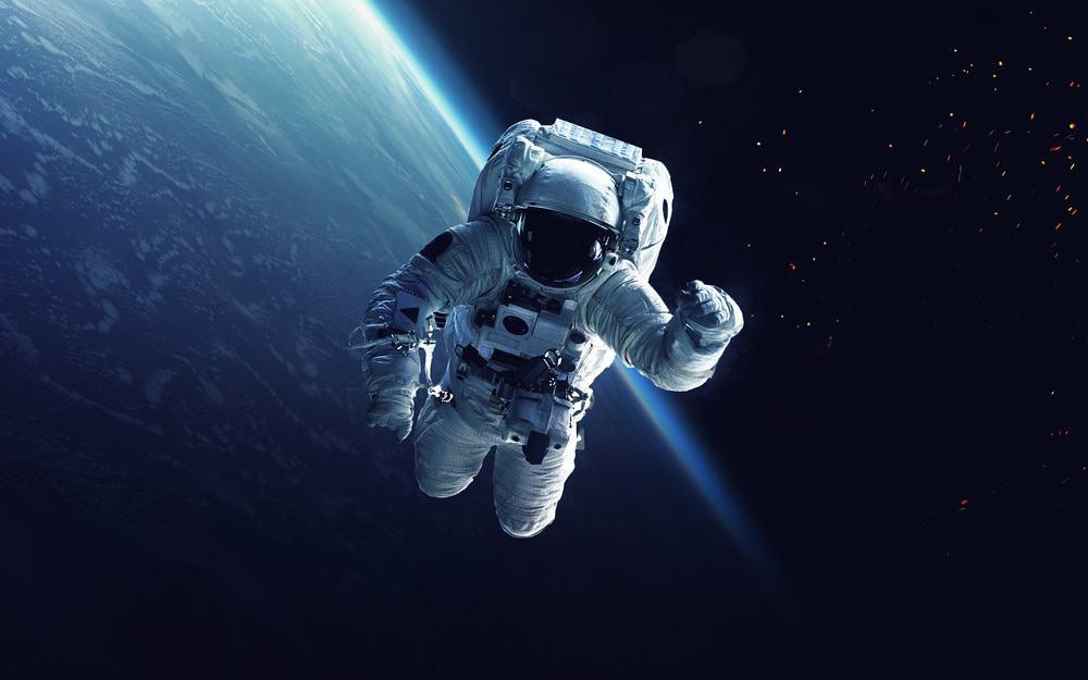 Astronauta na caminhada espacial