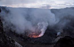 Quase 400 mil pessoas abandonam cidade ameaçada por vulcão