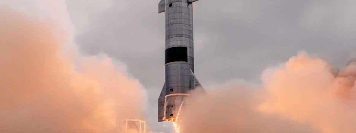 Starship SN15 é mostrada alçando voo em teste feito pela SpaceX