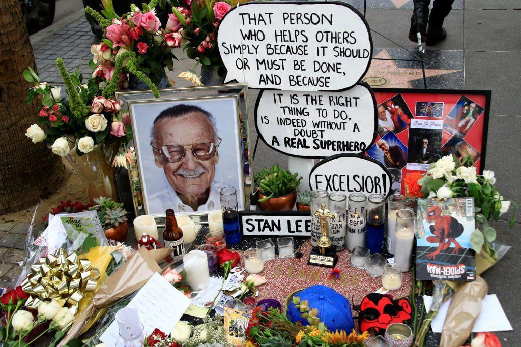 Fãs prestaram homenagens a Stan Lee em sua estrela na Calçada da Fama, em Hollywood, Los Angeles. Imagem: RoidRanger / Shutterstock.com