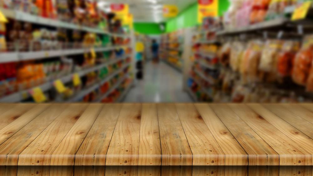 Imagem de um corredor de supermercado.