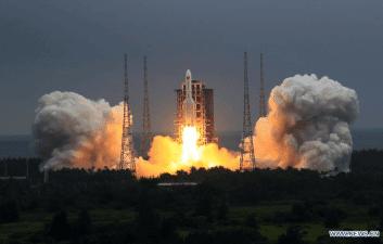 China minimiza el riesgo de que un cohete descontrolado cause daños