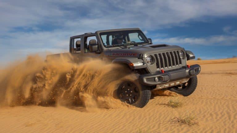 Gorilla Glass do iPhone ajudará carros da Jeep a terem para-brisas mais resistentes. Imagem: 2021 Jeep® Gladiator Mojave. (Jeep)