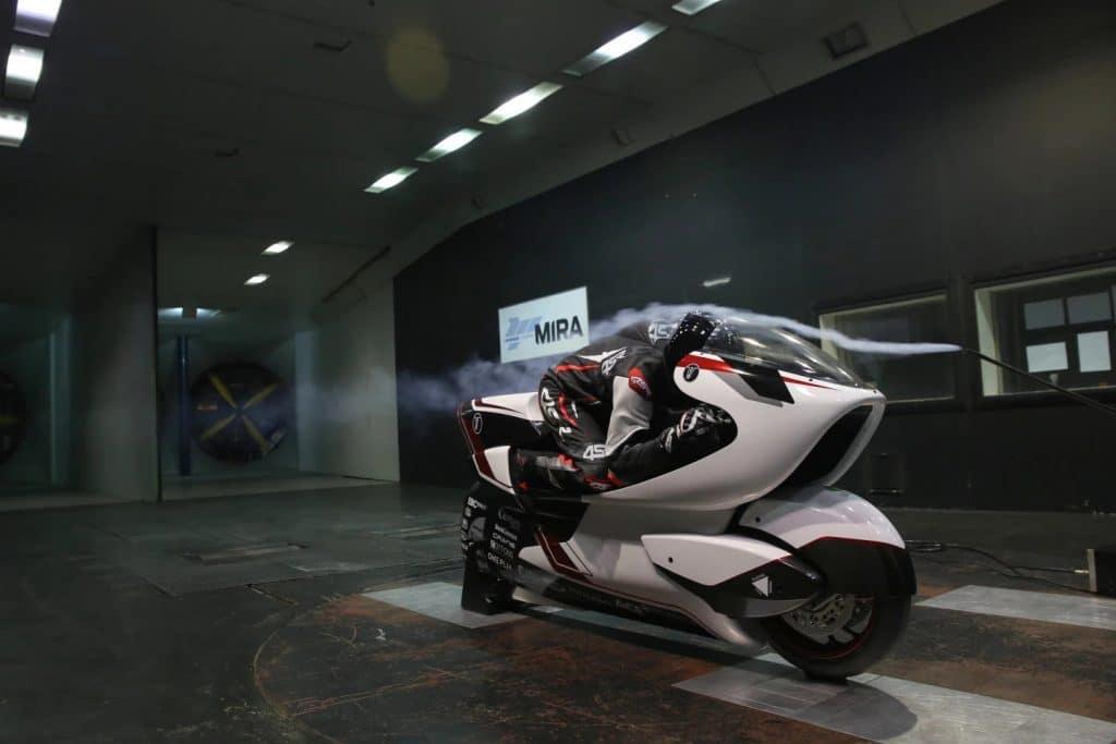 Nova moto elétrica da White Motorcycle Concepts (WMC) quer bater o recorde mundial em 2022. Imagem: Divulgação
