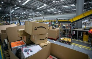 Waste: report catches destruction of products in Amazon's warehouse in Scotland