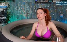 Estrela dos streams, Amouranth é banida sem motivo da Twitch, Instagram e TikTok