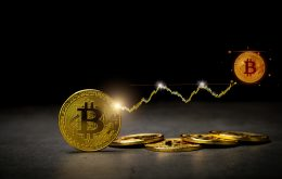 El valor de Bitcoin supera la marca de 50 mil dólares este lunes (23)