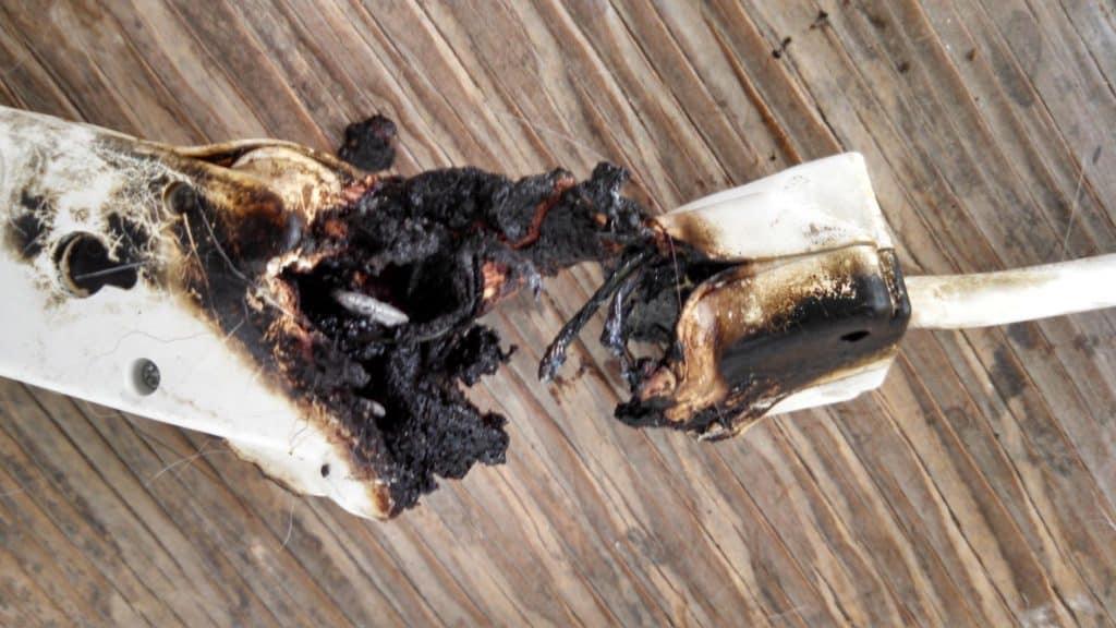 Filtro de linha danificado da AmazonBasics