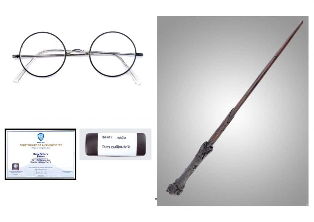 Foto exibe os óculos e varinha utilizados por Harry Porter no filme As Relíquias da Morte: Parte 1.